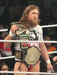 Daniel Bryan als WWE World Heavyweight Champion im Jahr 2014.
