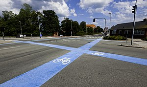 Cycling in Denmark - Blue markings for cycles at an intersection