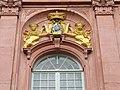 Darmstadt Neues Schloss - Mittelrisalit Wappenkartusche.jpg