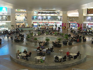http://upload.wikimedia.org/wikipedia/commons/thumb/8/89/David_Ben-Gurion_Airport.JPG/320px-David_Ben-Gurion_Airport.JPG