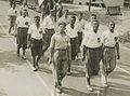 De groep van de Shell onderweg de eerste dag van de 24e vierdaagse. – F40468 – KNBLO.jpg