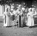 Dekleta v nošah 1949.jpg