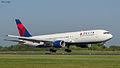 Delta Airlines B767-3P6ER N153DL (8644002470).jpg