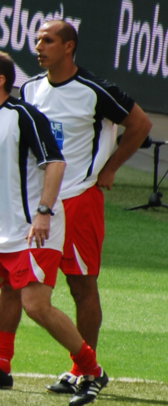 Dino Maamria - Maamria acting as coach of Stevenage Borough in the 2009 FA Trophy Final