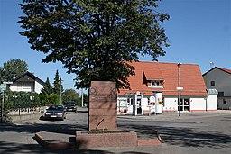 Dorfplatz mit Dorfbrunnen und renoviertem Milchhaus im Hintergrund, Hans-Dieter Niepötter, www.niepoetter.de, für bessere Auflösung Anfrage an hans@ni...