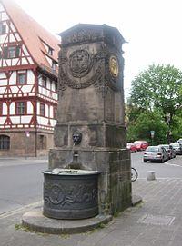 Duerer-Pirckheimer-Brunnen Nbg.jpg