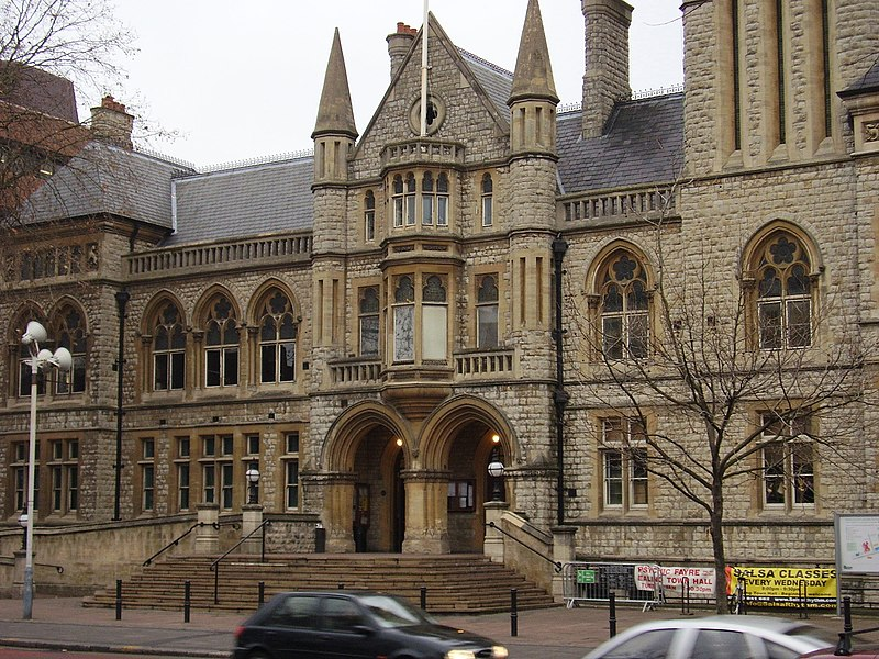 File:Ealing Town Hall front.jpg