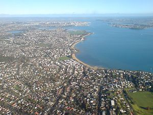 Kohimarama - Looking west over the Eastern Beaches, Kohimarama in the middle distance.  The three beaches are: in the foreground St Heliers, then Kohimarama, lastly Mission Bay.