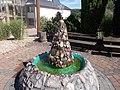 Edelsteinbrunnen Kirschweiler.jpg