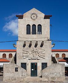 Edificio no centro da Praza de abastos de Santiago de Compostela.jpg