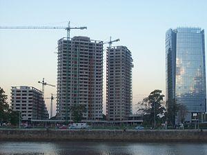 Edificios de Puerto Madero al anochecer 2