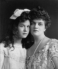 Edith Mary Kingdon Gould and daughter Marjorie in 1903.jpg