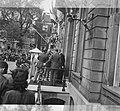 Eisenhower bij de ingang van Paleis Lange Voorhout, Bestanddeelnr 900-8933.jpg