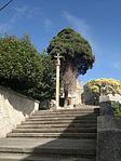 Escalinata e cruceiro da igrexa de Elviña.jpg