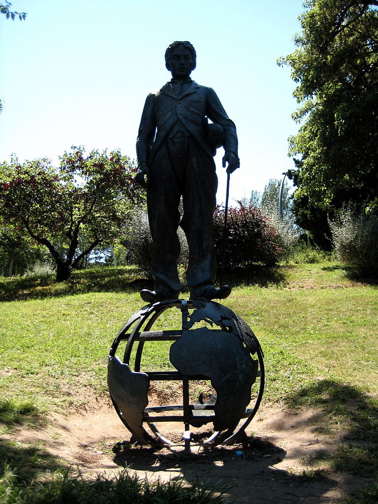 File escultura a charles chaplin 1972 jardins de joan for Jardines de joan brossa