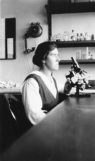 Eleanor Carothers - Carothers with a microscope