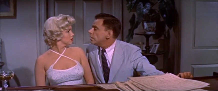Ewell leans in for kiss in The Seven Year Itch trailer 1