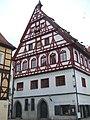 Fachwerkgiebel vom Brot- und Tanzhaus in Nördlingen - panoramio.jpg