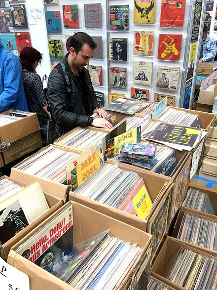 Second hand record store in Spain (2016) Feria del Disco de Coleccionista en Barcelona (Abril 2016) 02.jpg
