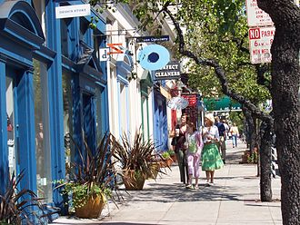 Boutiques along Fillmore Street in Pacific Heights Fillmore-sidewalk-1.jpg