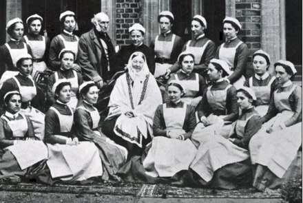 Florence Nightingale and her class of nurses Florence nightingale at st thomas.jpg