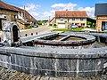 Fontaine-lavoir semi-circulaire. Courcelles-les-Quingey.jpg