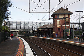 Footscray railway station - Looking south from platform 6 in April 2010, with disused signal box on platform 5 in the foreground