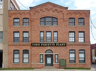 Piquette Avenue Industrial Historic District - Ford Piquette Avenue Plant is a notable building in the district.