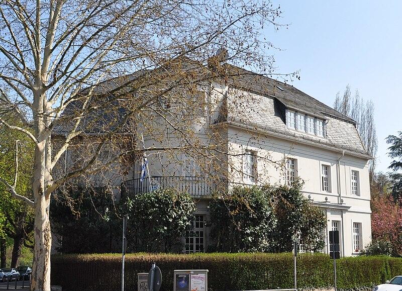 Frankfurt, Zeppelinallee 43, griechisches Generalkonsulat.JPG