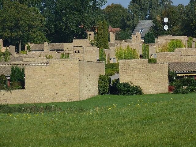http://upload.wikimedia.org/wikipedia/commons/thumb/8/89/Fredensborg_Houses_15.jpg/640px-Fredensborg_Houses_15.jpg