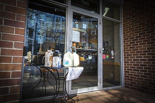 Free milk at Starbucks during coronavirus pandemic (49684225502)