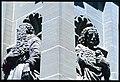 Friburgo. Dettaglio ravvicinato delle sculture dei santi della facciata della Chapelle de Lorette.jpg