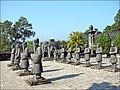 Gardes d'honneur (Tombeau de Khai Dinh) 2.jpg