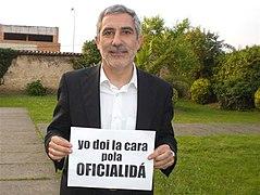 Gaspar Llamazares apoyando la oficialidad del asturiano.jpg
