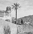 Gebouw met toren in Anacapri, ernaast een palmboom, Bestanddeelnr 252-0060.jpg