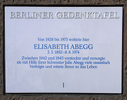 Photo of Elisabeth Abegg and Julie Abegg white plaque