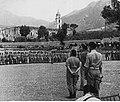 Gen. Anders dziękuje żołnierzom Sam. 2 BPanc za walkę pod Monte Cassino NAC 24-462-1.jpg