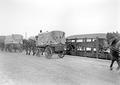 Geniewagen werden zum Verlad auf die Eisenbahn gebracht - CH-BAR - 3239441.tif