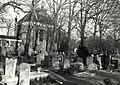 Gezicht op de Begraafplaats en de Ned.Herv.Kerk aan de Binnenweg te Bennebroek afbeelding door United Photos de Boer. - Haarlem de Boer, 1985. - 1 foto 12,5x17,5 cm. Afgebeeld is de Begraafplaats en d.JPG
