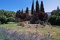 Giardino di Ninfa - rudere medievale all'interno del giardino.jpg