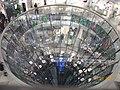 Glastrichter im La Fayette Berlin mit Blitzlicht - panoramio.jpg