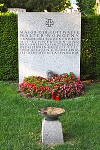 Grave Walter Nowotny.jpg