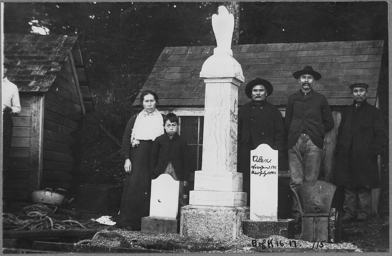 """File:Group in cemetery at grave of """"Alex born July 8, 1902, died July 20, 1904."""" - NARA - 297680.tiff"""