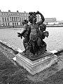 Groupe d'enfants bassin du Nord Versailles.jpg