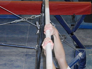 Horizontal bar - Image: Gymnast using mixed grip
