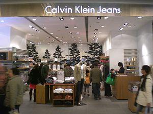 1787dfbb5652 Calvin Klein — Википедия