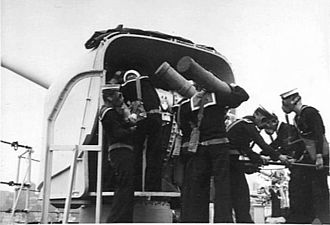 HMAS Adelaide (1918) - Image: HMAS Adelaide 6 inch gun crew 1939 AWM 000047