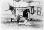 Handley Page W.8b of Sabena transferring cargo - LBS SR01-01982.tif