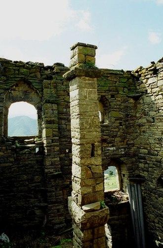 Vainakh tower architecture - Central pillar (erd-bogIam) of residential tower in Haskali