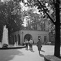 Hauptbrunnen bij het parkhaus in het Kurpark van Bad Mergentheim, Bestanddeelnr 254-4562.jpg